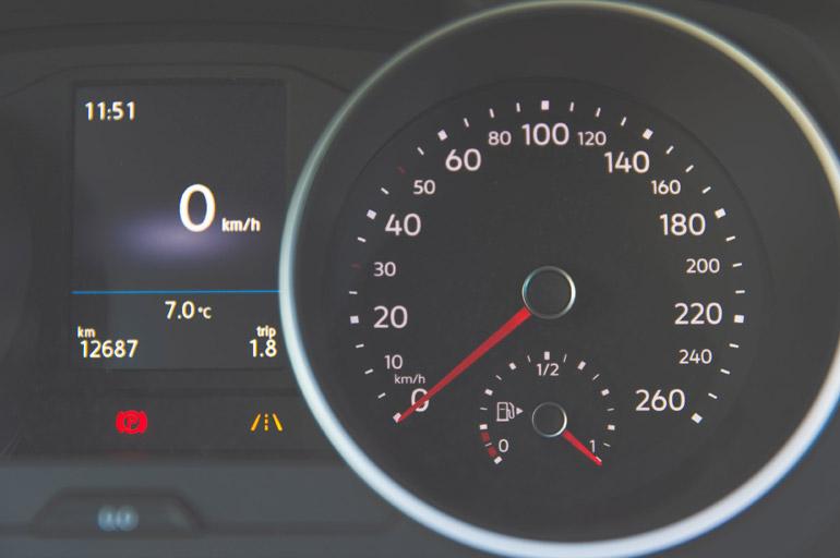 Avaliar o consumo de combustível - 10 cuidados ao escolher a Van ideal para transporte executivo