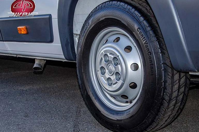 Calibrar os pneus - Van parada: evite problemas após a quarentena