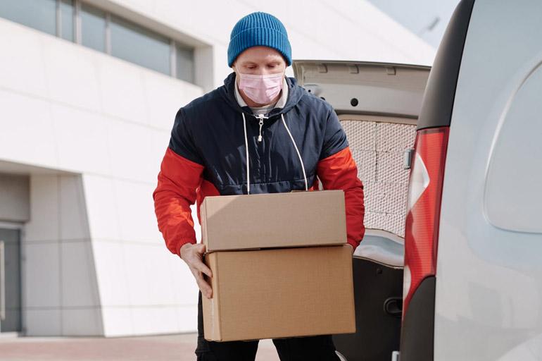Delivery de encomendas feitas via internet - Transporte escolar na pandemia: quais são as alternativas do momento?