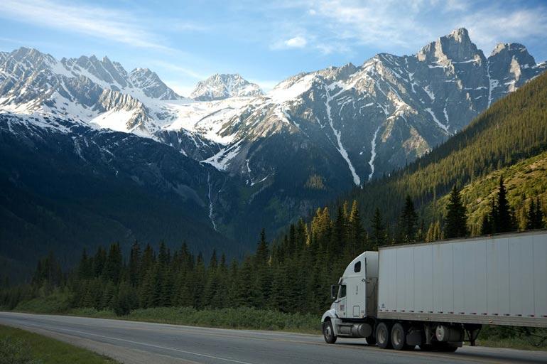 Comprar veículo pesado: o que levar em conta nesse processo